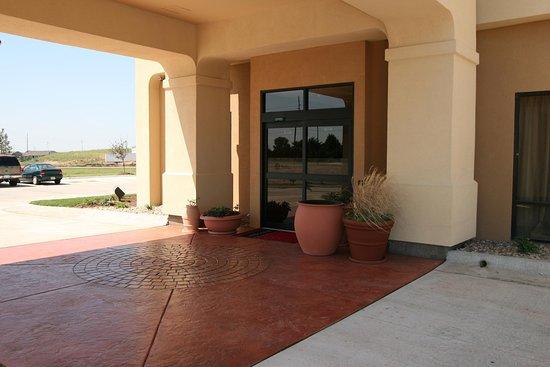 Derby, KS: Hotel Entrance