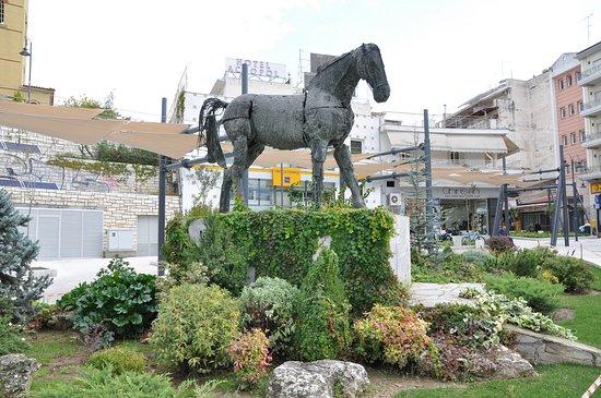 Φωτογραφία: Μνημείο του Βουκεφάλα