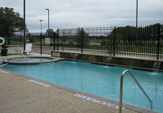 Boerne, TX: Outdoor Pool & Spa