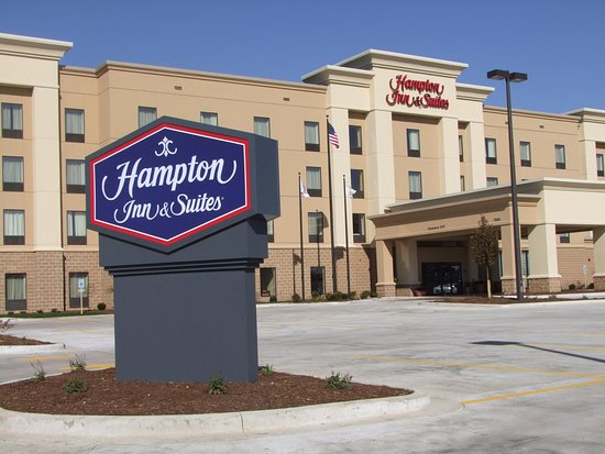 Hampton Inn and Suites Peoria at Grand Prairie : Front Entrance