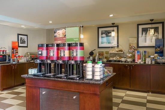 Hampton Inn and Suites Peoria at Grand Prairie : Breakfast