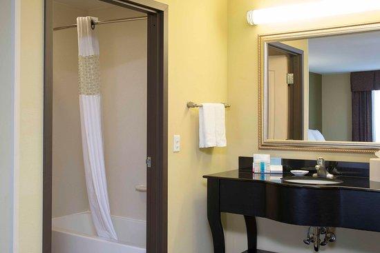 Danville, IL: Standard Guest Bath