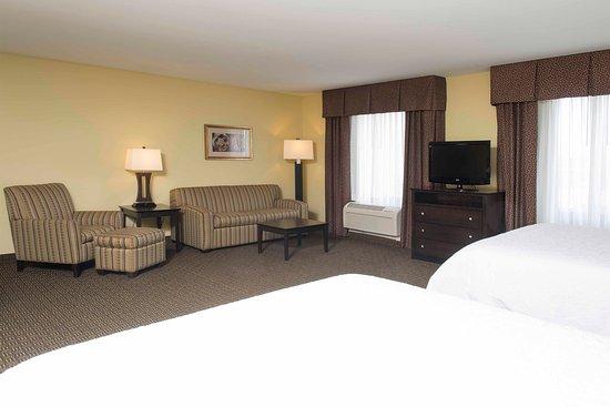 Danville, IL: 2 Queens Suite