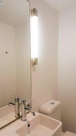 Ibis Budget Auckland Airport: Bathroom
