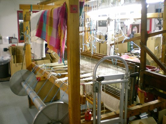 Avoca, Irlanda: The mill- and the best throw they sell-(The colorful one)