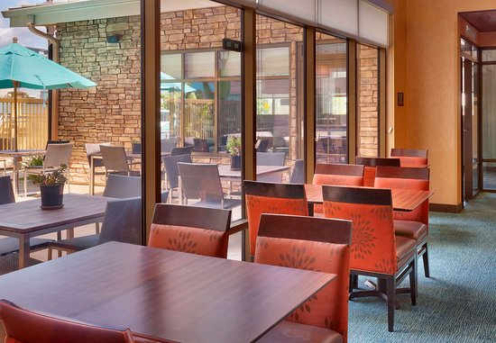 San Marcos, CA: Our dining space is located near the breakfast service area.