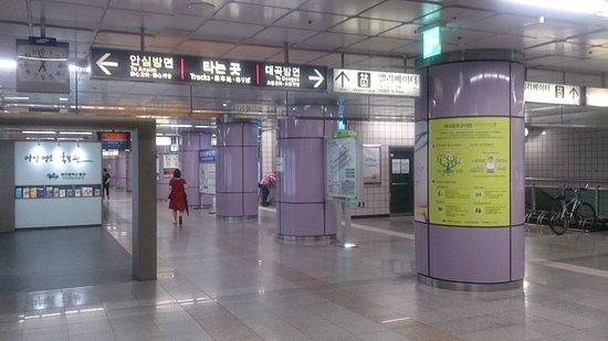 Daegu, เกาหลีใต้: Навигация несложная.