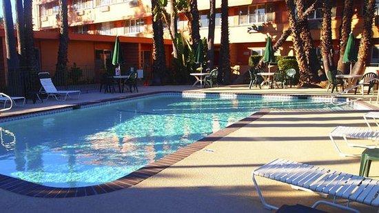 Photo of Saga Motor Hotel Pasadena