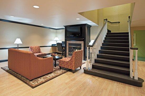 เรย์โนลด์สเบิร์ก, โอไฮโอ: Hotel Lobby