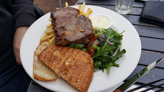 Devonport, New Zealand: Steak sandwich with fries