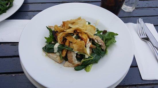 Devonport, نيوزيلندا: Chicken breast salad with fresh mango, grilled halloumi, avocado, mesclun, potato crisps & aioli