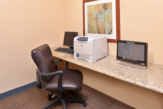 Candlewood Suites: Business Center