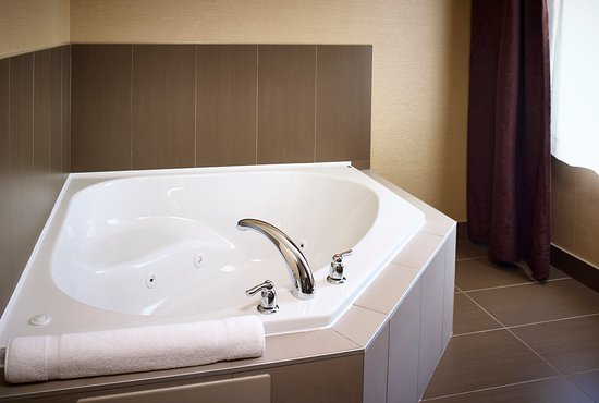 Timmins, Canada : Soak and relax after a long day or treat that special someone