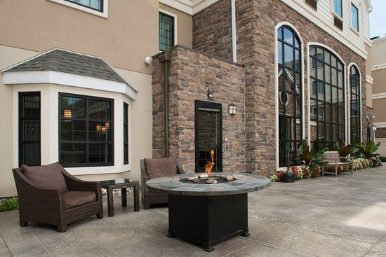 Staybridge Suites Montgomeryville: Our outdoor patio features a gas firepit