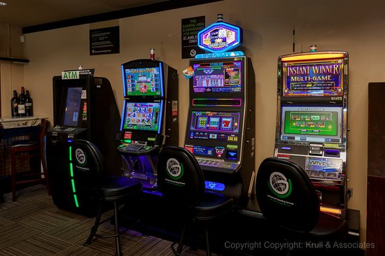 Long Grove, IL: Slot machines available to play!