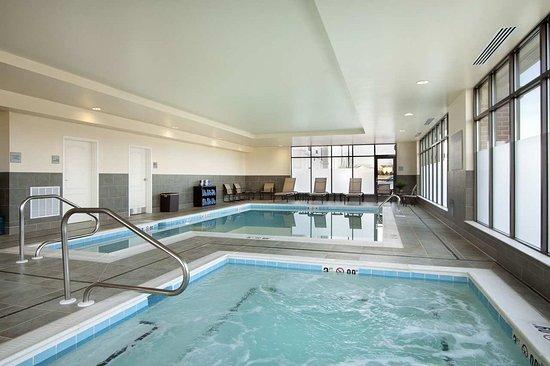 Hampton Inn & Suites Charles Town: Indoor Heated Pool
