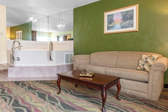 Logansport, IN: King guest suite