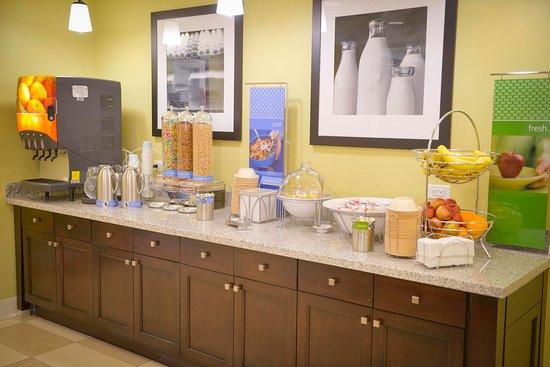 Gulf Breeze, FL: Full Breakfast Bar