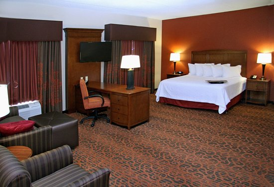 Waynesburg, PA: King Suite