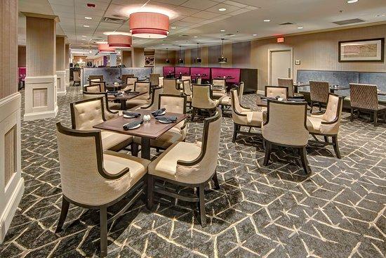 DoubleTree by Hilton Hotel Decatur Riverfront: Restaurant