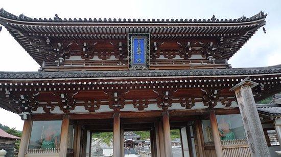 Mutsu, Japón: 比較的新しい山門
