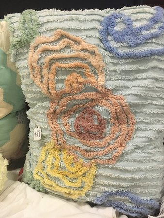 Elizabeth, IL : Chenille throw pillows