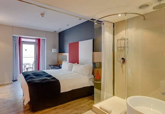 Protea Hotel Fire & Ice! by Marriott Cape Town: Superior King Patio Guest Room