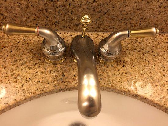 Hilton Garden Inn Washington, DC Downtown: Worn out faucet - Room 1312