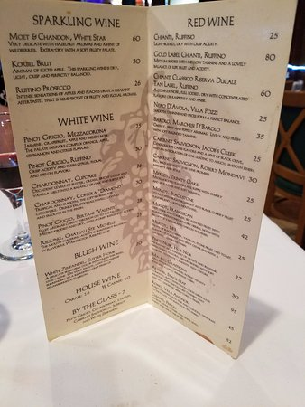 Lynbrook, Estado de Nueva York: Good prices on the wine menu...