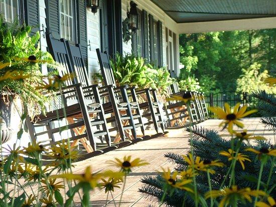 Granville, OH: Relax on the Verandas