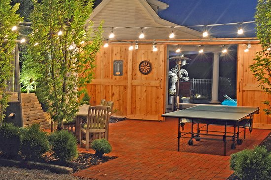 Granville, OH: Seating, Outdoor Table Tennis, Darts, Giant Jenga, Heated Pool