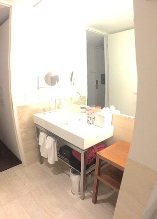 The Bryant Park Hotel: Second room bathroom