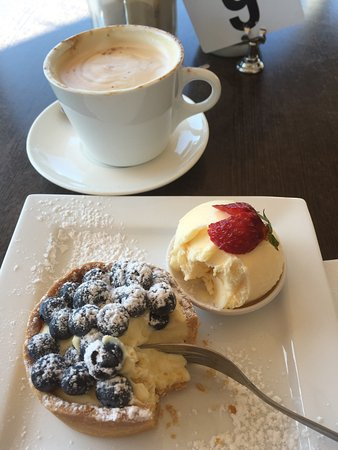 Alstonville, Avustralya: Lovely service, great coffee, beautiful location.. I couldn't wait to get into this yummy custar