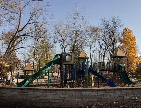 Hudson Crossing Park : Playground