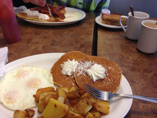 Innisfil, Canadá: Believe my husband had the lumberjack breakfast and mine was the same minus meat. So good!