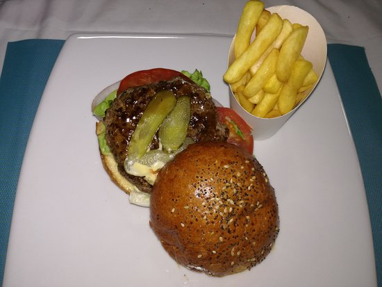 Riviere Noire District: Classic Beef Burger