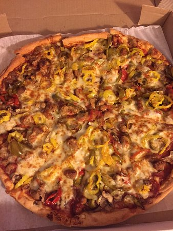 the deluxe pizza delivered delicious bacni s pizza house 3719 columbus ave sandusky