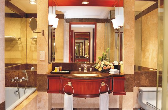 Lumire Hotel & Convention Center: Bathroom