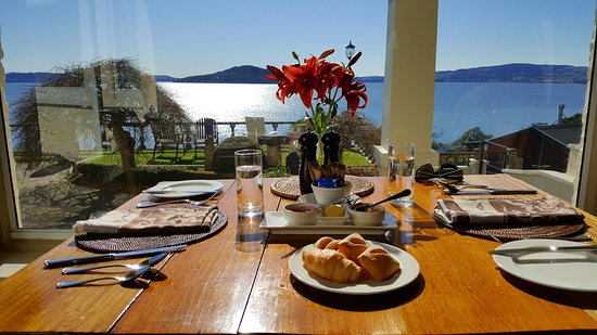 Peppers on the Point - Lake Rotorua: View from the main house at breakfast