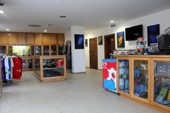 Marsalforn, Malta: Atlantis Shop & Check-in Counter B