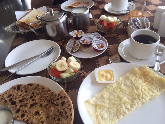 Mewar Haveli Roof Top Restaurant: 아침 식사
