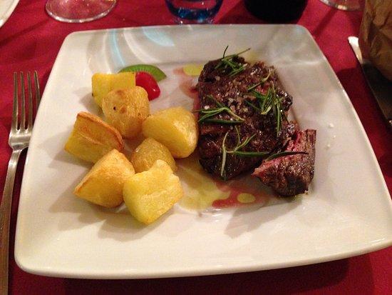 Nonantola, Italië: Millefogli di manzo con patate.