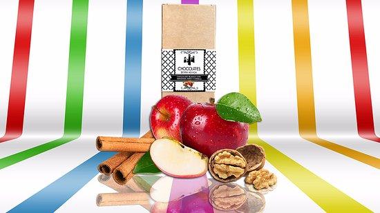 Pitres, Hiszpania: Tableta de chocolate blanco con manzana, nuez y canela. Una delicia al paladar.