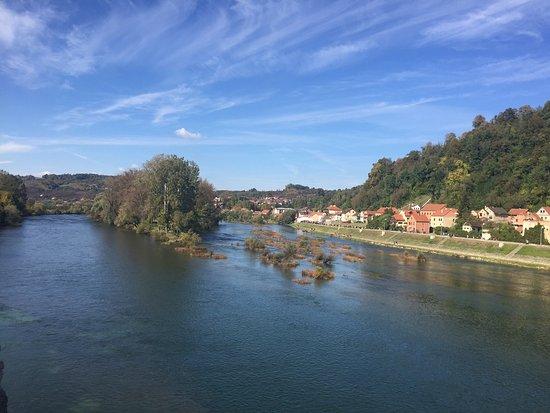 Hrvatska Kostajnica, كرواتيا: River Una in Kostajnica
