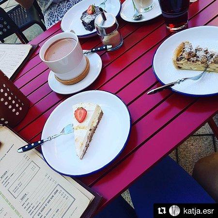 Marktredwitz, ألمانيا: Erdbeer-Cheesecake und Apple Pie