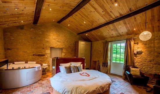 Suite Luxe Avec Lit ROnd Waterbed Et Jacuzzi Balnéo ROnd Places - Lit 2 places rond