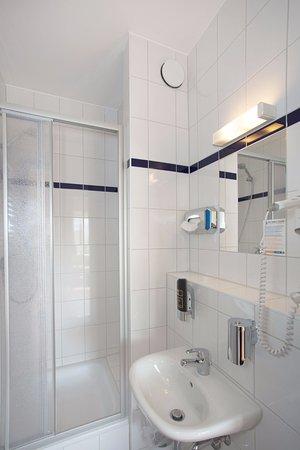 A&O Graz Hauptbahnhof: Bathroom