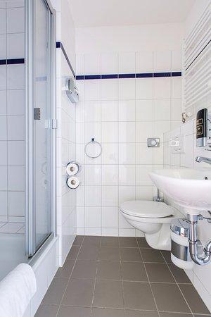 A&O Hamburg City: Bathroom