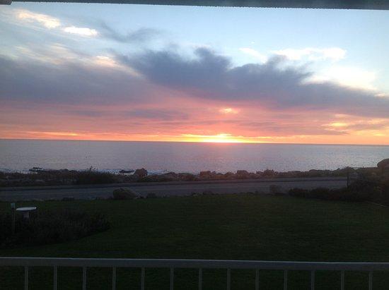 Atlantis Oceanfront Inn: Sunrise