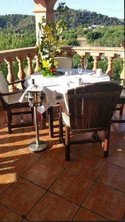 Es Mirador de Monnaber' Restaurant: La terraza con las maravillosas vistas